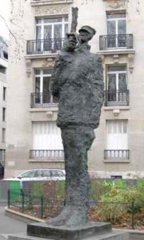 StatueLong
